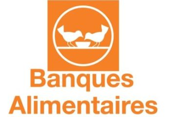 Two-on-a-bench-BanqueAlimentaire